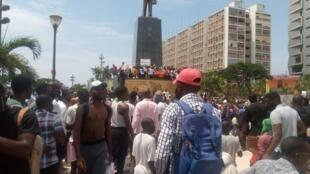 Angola: Jovens marcharam em memória de Inocêncio de Matos.