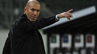 L'entraîneur français du Real Madrid, Zinédine Zidane, lors du match de Ligue des Champions contre le Borussia, le 29 octobre 2020 à Moenchengladbach