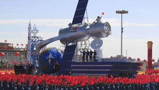 Trung Quốc từng công khai phô trương vệ tinh của mình, như nhân lễ kỷ niệm 60 năm ngày thành lập Cộng hòa Nhân dân Trung Hoa, tháng 10 năm 2009