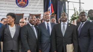 Le nouveau Premier ministre d'Haïti, Ariel Henry (au centre), lors de la cérémonie marquant l'installation de son gouvernement, à Port-au-Prince, le 20 juillet 2021.