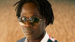 Baaba Maal, chanteur guitariste sénégalais d'origine Fulani.
