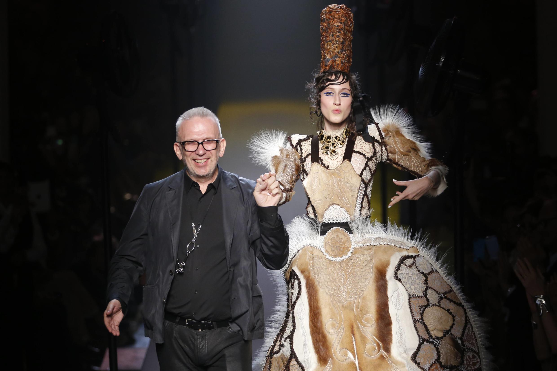 Jean-Paul Gaultier usou peles naturais em várias de suas criações nos últimos anos, mas pretende abolir a prática