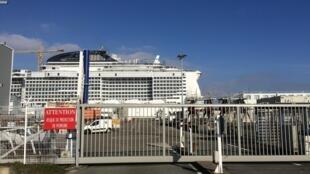 Le paquebot «Meraviglia», au port de Saint-Nazaire.