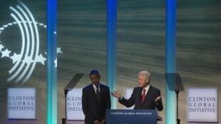 Barack Obama ( G) et Bill clinton (D) à la tribune du Clinton global initiative à New York, le 25 septembre 2012.