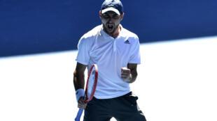 Le Russe Aslan Karatsev  face au Canadien Félix Auger-Aliassime au 4e tour de l'Open d'Australie, à Melbourne, le 14 février 2021