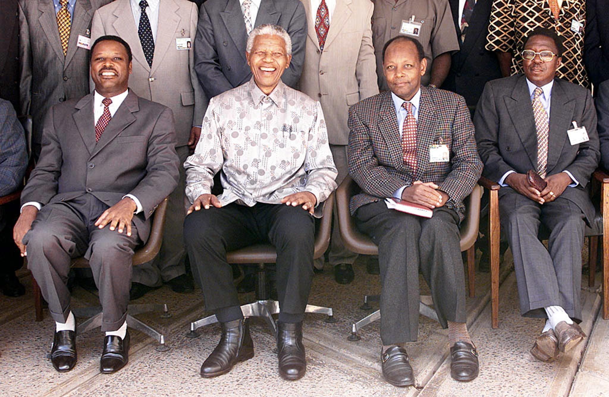 Aliyekuwa rais wa pili wa Burundi, Jean - Baptiste Bagaza, wa tatu kutoka kushoto.