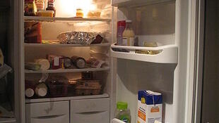 How much energy does a refrigerator use?