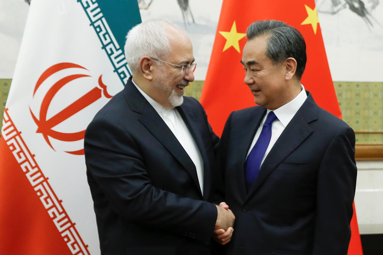 中國外長王毅5月13日與到訪北京的伊朗外長紮里夫會晤