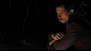 """Aristides de Sousa joue son propre rôle dans le film """"Arabia"""" de Affonso Uchôa et João Dumans, celui de Cristiano, un travailleur précaire qui n'a que sa seule force de travail à offrir."""