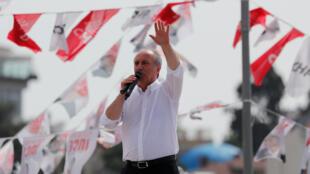 Muharrem Ince, candidat du parti kémaliste CHP à la présidentielle du 24 juin, ici en meeting à Istanbul le 16 juin 2018.