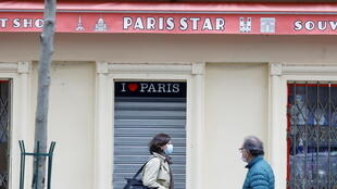 A closed tourist shop in Paris before the national lockdown introduced as part of the new Covid-19 measures to fight a second wave of the disease, 29 October 2020.