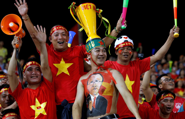 Đôi tuyển quốc gia Việt Nam giành lại Cúp AFF Suzuki Cup là giấc mơ của người hâm mộ Việt Nam. Ảnh tư liệu ngày 06/12/2018.
