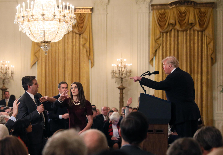 Nhà báo đài CNN Jim Accosta trong buổi họp báo tại Nhà Trắng, ngày 07/11/2018.