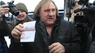 Жерар Депардье с новым российским паспортом в Мордовии 06/01/2013