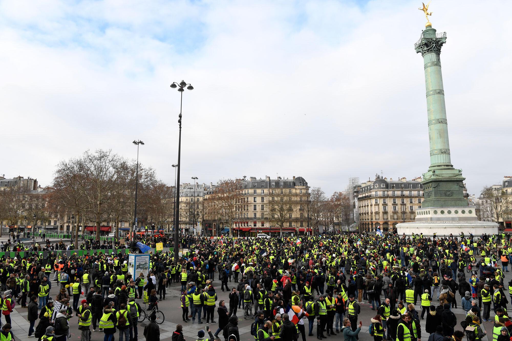 Acte IX : le cortège des «gilets jaunes» place de la Bastille, le 12 décembre 2019.