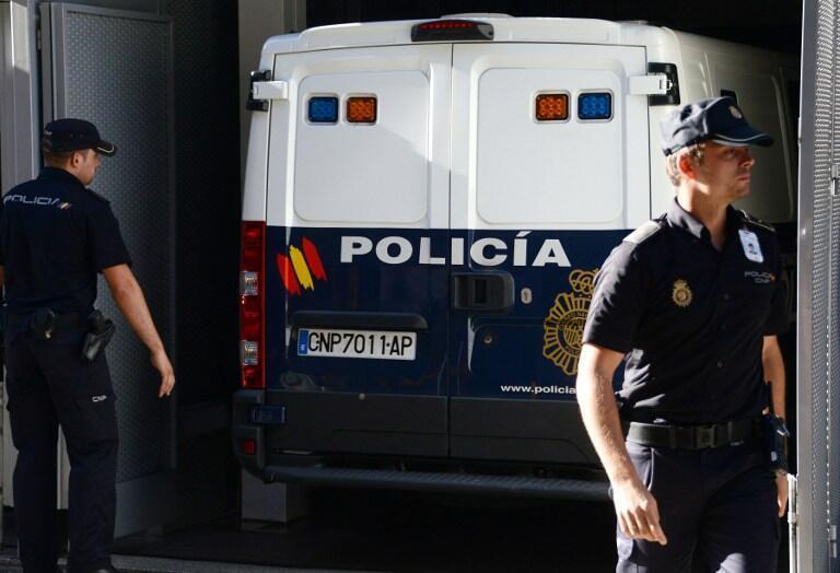 Xe cảnh sát Tây Ban Nha chở tội phạm Daniel Galvan Vina đến tòa án  Madrid, ngày  06/ 08/ 2013.