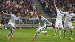 Hậu vệ Sergio Ramos, người hùng của của Real ( thứ 2 bên trái) sau bàn mở tỷ số trân đấu với Bayern Munich  tối  29/4/2014.