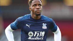 L'attaquant international ivoirien Wilfried Zaha, ici à l'échauffement avec Crystal Palace, le 20 juin 2020.