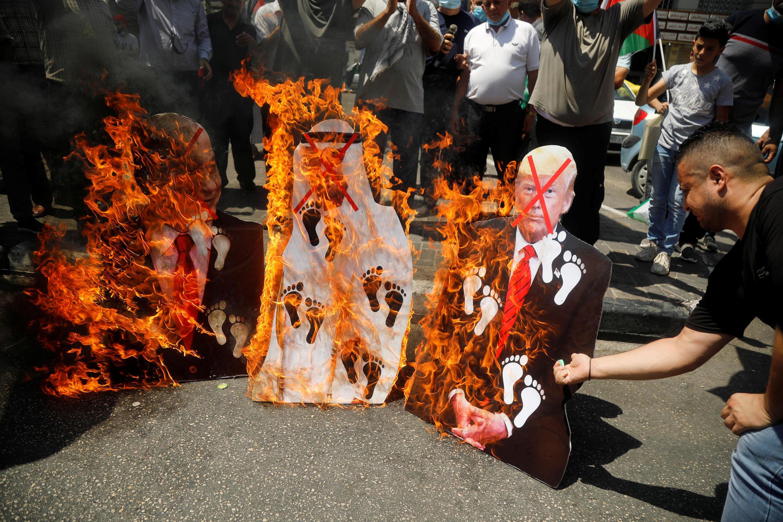 2020-08-14T110658Z_1444752222_RC2NDI992BBC_RTRMADP_3_ISRAEL-EMIRATES-PALESTINIANS-PROTESTS