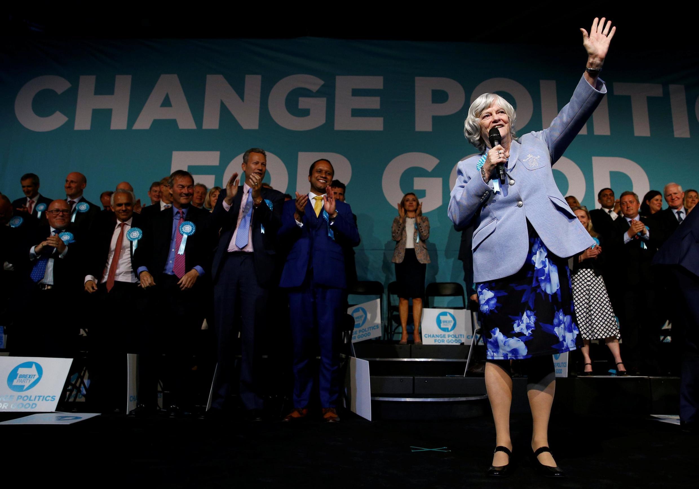 Ứng cử viên tranh cử Nghị Viện Châu Âu Ann Widdecombe, thuộc phe ủng hộ Brexit vận động bầu cử tại Luân Đôn ngày 21/05/2019.