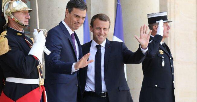 Shugaban Faransa Emmanuel Macron yayin karbar bakuncin Fira ministan Spain Pedro Sanchez a fadar Élysée da ke birnin Paris, ranar 23 ga watan Yuni, 2018.