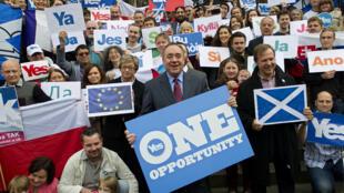 Alex Salmond, le chef du parti national écossais, aux côtés des indépendantistes, le 9 septembre 2014.
