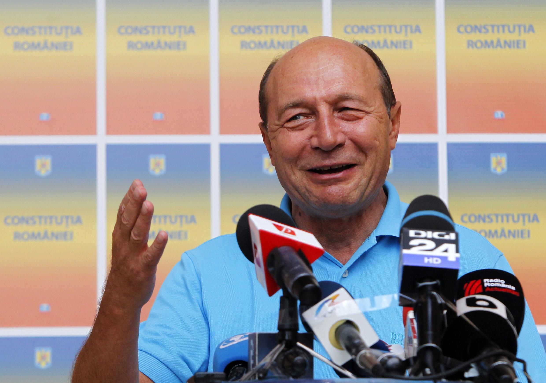 Tổng thống bị ngưng chức của Rumani, ông Traian Basescu nói chuyện với báo chí tại Bucarest ngày 09/08/2012.