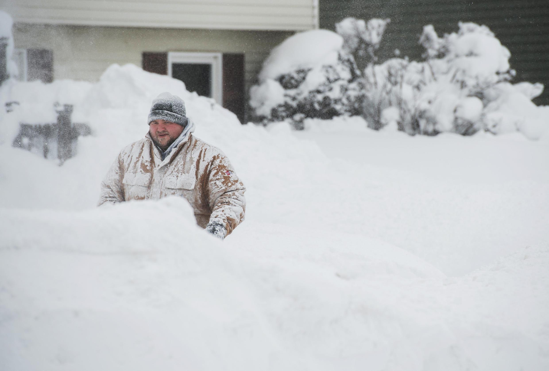 Algumas cidades americanas, como Erie, no Estado da Pensilvânia, bateu recorde de queda de neve nos últimos dias.