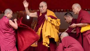 资料图片:西藏流亡精神领袖达赖喇嘛。2017年4月6日摄于印度达兰萨拉