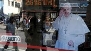 La Paz (Bolívia) se prepara para receber o papa Francisco.