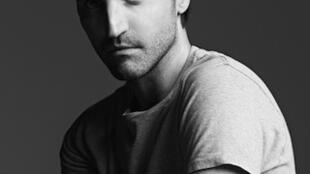 Nicolas Guesquières, estilista francês contratado pela marca Louis Vuitton para substituir o americano Marc Jacobs.