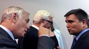 Жан-Марк Эро, Франк-Вальтер Штайнмайер и Павел Климкин на пресс-конференции в Киеве, 14 сентября 2016 года