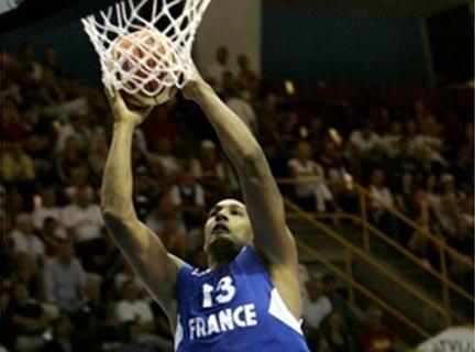 Boris Diaw (19 pts, 7 rbds, 7 p) a été déterminant dans le troisième succès des Bleus.