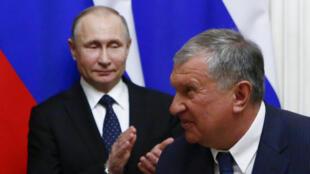 Владимир Путин и глава «Роснефти» Игорь Сечин