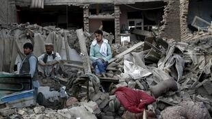 Cảnh đổ nát sau vụ nổ bom khủng bố tại thủ đô Kabul, ngày 07/08/2015.