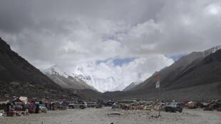 珠穆朗玛峰峰沦世界最高垃圾场