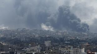 Vista da periferia de Gaza após o violento ataque do exército israelense neste domingo (20) contra o bairro de Shajaya.