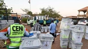 Masanduku yaliyohifadhi kura nchini Niger