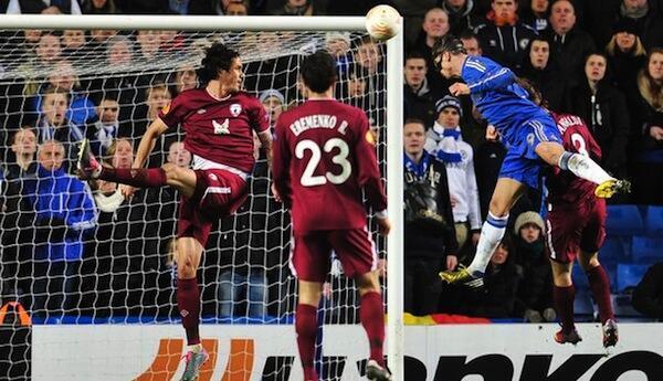 Mshambuliaji wa Chelsea Fernando Torres akifunga goli la pili dhidi ya Rubin Kazan