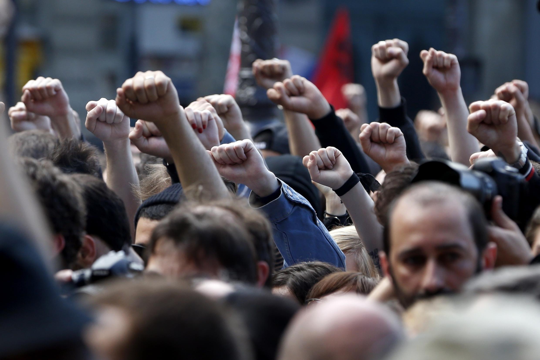 Militantes de extrema esquerda homenageiam Clément Méric, que morreu na quinta-feira em Paris atacado por um grupo de skinheads.