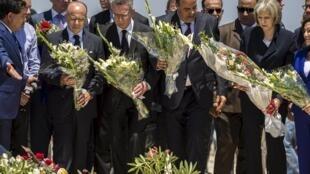 از چپ به راست: 1 وزیر کشور فرانسه، 2 وزیر کشور آلمان، 3 وزیر کشور تونس و 4 وزیر کشور بریتانیا در حال ادای احترام به قربانیان حادثه تروریستی جمعه ٢٦ ژوئن در سوس. تونس ٢٩ ژوئن ٢٠١۵