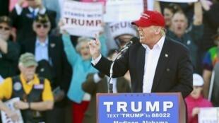 Donald Trump tại cuộc mít tinh ở Madison, tiểu bang Alabama, 28/02/2016.