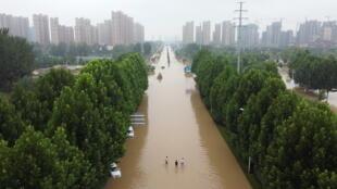 7月23日的郑州水灾街景俯瞰