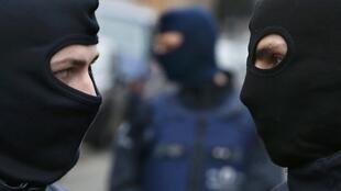 Des policiers à Molenbeek, où Salah Abdeslam a été arrêté vendredi 18 mars 2016 (photo d'illustration).