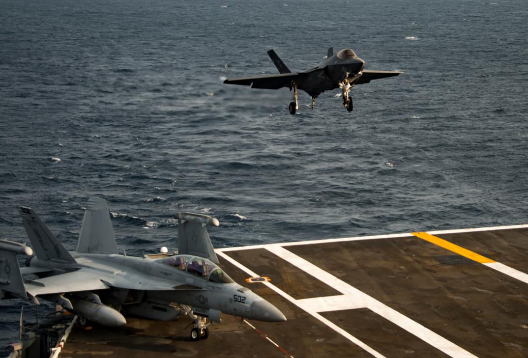 """美国海军""""卡尔·文森""""号航母舰载机资料图片"""
