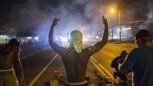 A cidade de Ferguson, nos EUA, tem sido palco de confrontos entre a polícia e os manifestantes desde a morte do jovem negro de 18 anos pela polícia