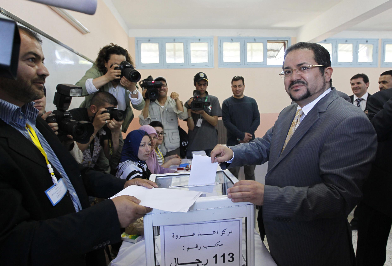 Abdelmadjid Menasra, líder da oposição, vota nesta quinta-feira em Alger.