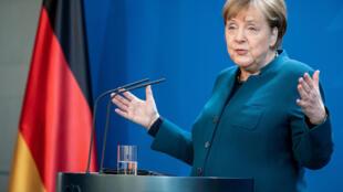 A  chanceler da Alemanha, Angela Merkel, no decurso de um ponto da situação sobre a crise  de covid-19, em Berlim. 20 de Março de 2020.