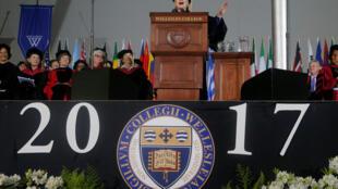 Bà Hillary Clinton phát biểu tại Wellesley College, Massachusetts, ngày 26/05/2017.