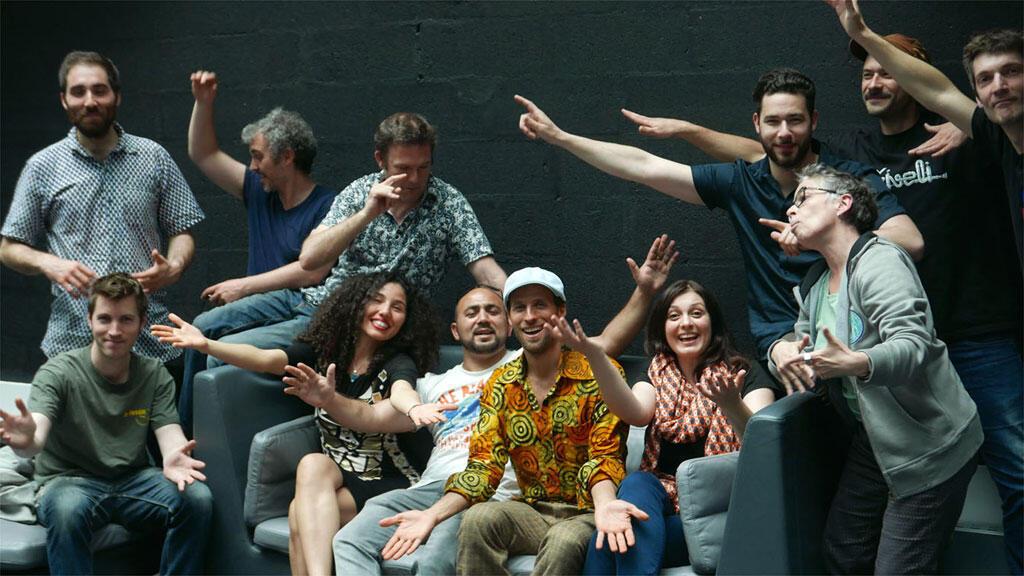Sofa session avec Family Atlantica, Ziveli Orkestar et Laurence Aloir à RFI.